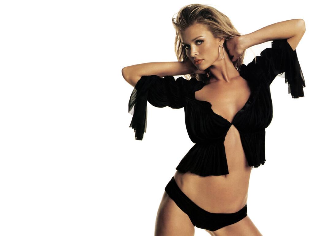 Joanna Krupa Hot Photos  21 Tattoo And Wallpaper Blog